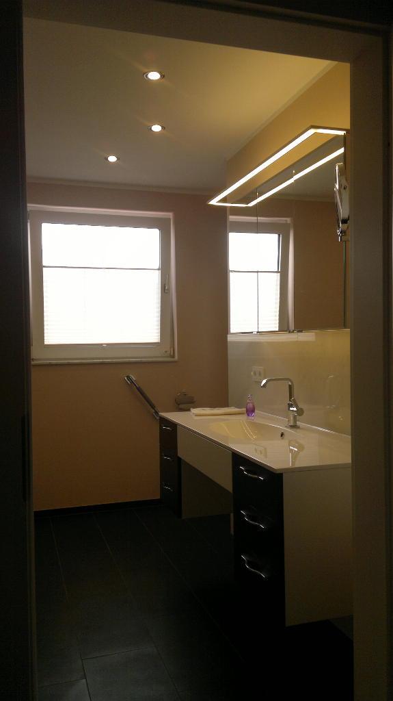 barrierefreies badezimmer artur herrmann gmbh baudienstleistungen. Black Bedroom Furniture Sets. Home Design Ideas